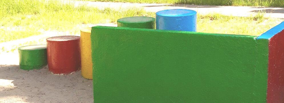 Фарбування ігрових елементів дитячого майданчика